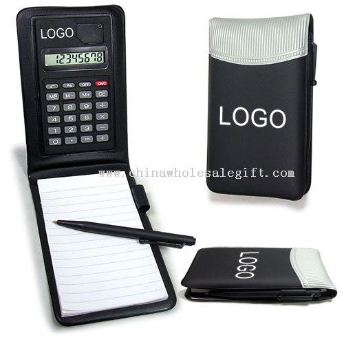 Cuaderno de cuero con calculadora y bolígrafo