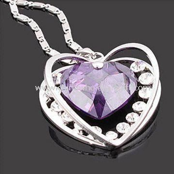 Necklace in Heart-shaped Design