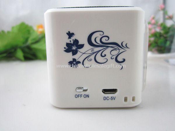 Altavoz mini portátil de porcelana azul y blanca