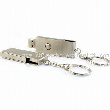 USB-Flash-Laufwerk mit Schlüsselbund befestigt