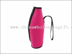 Wine bottle holder with zipper and handle