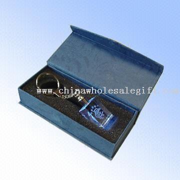 Laserkaiverrus avaimenperä, jossa sininen LED