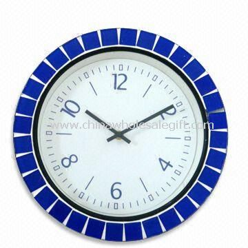 Modern Design Wooden Wall Clock Suitable for Home Decoration