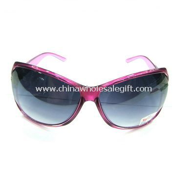 Sunglasses with Plastic Framework and Glass Line