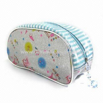 Womens Wallet with Multiple Pockets Made of Printed Polyester