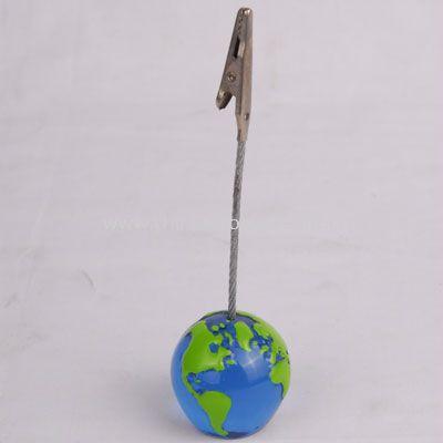 Memo holder in earth shape