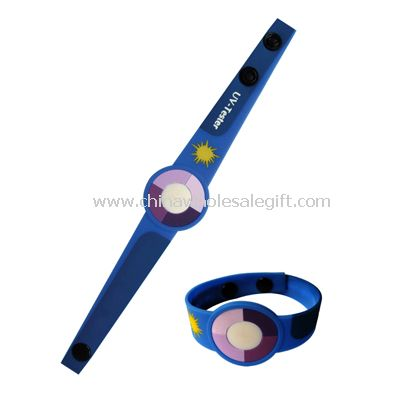 UV bracelet with 3D effect