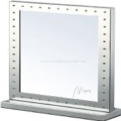 Square stand lighting mirror images