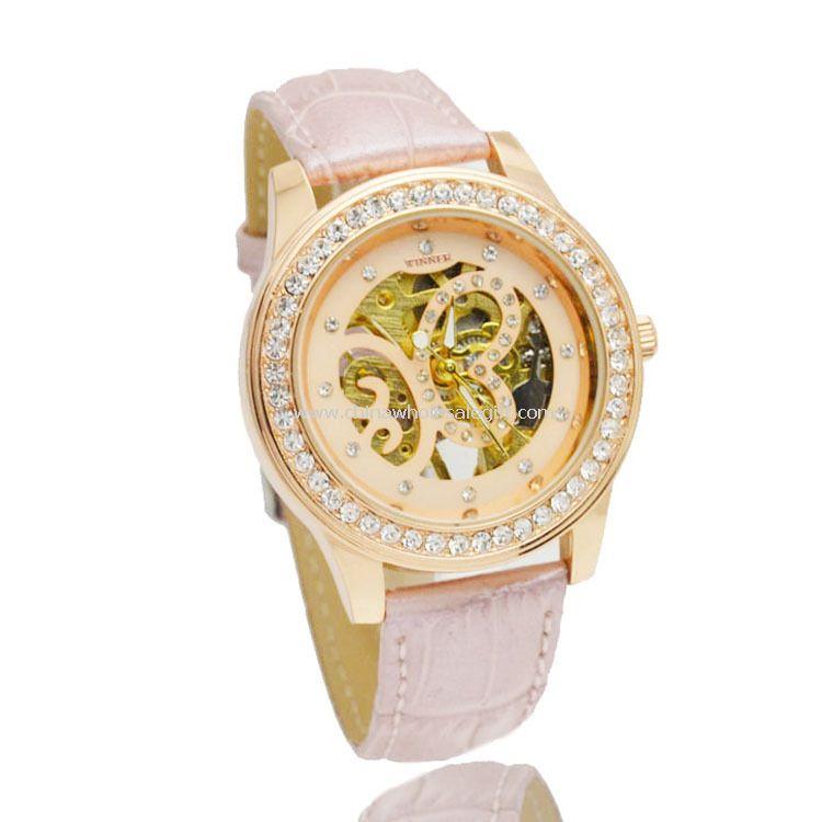 Mechanical watch with diamond
