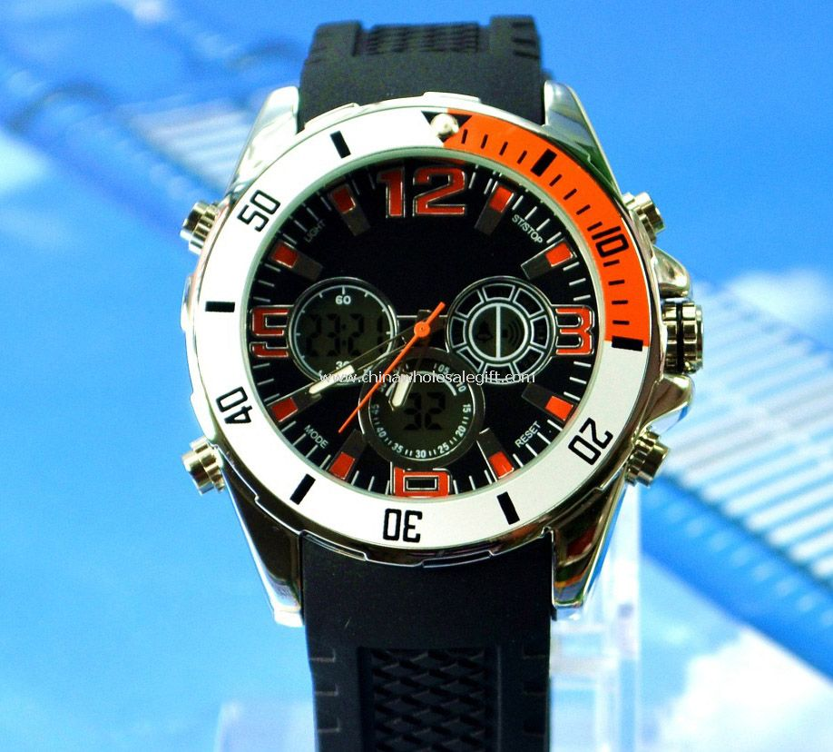 Sports watch with double movement