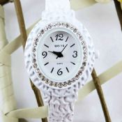 Lady fashion watch with diamond images