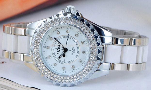 Lady watch with diamond